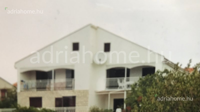 Rogoznica – Négyapartmanos családi ház 25 méterre a strandtól