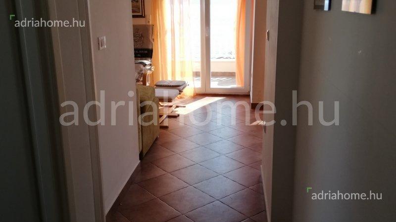 Čiovo – Négyapartmanos ház 3. sorban a tengertől