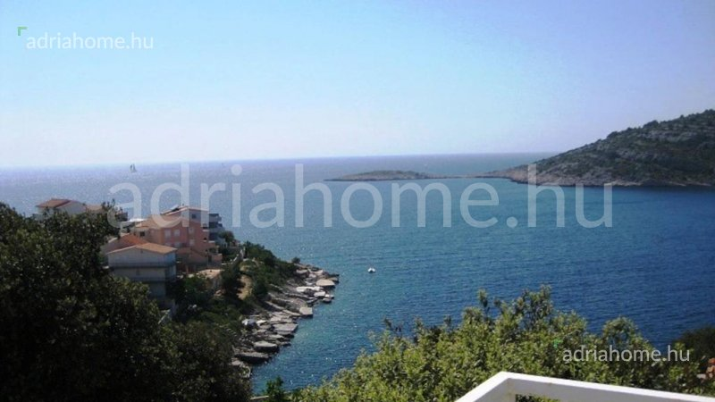 Ražanj - Apartmanska kuća sa pogledom na more