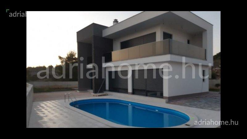 Šibenik – Villa medencével