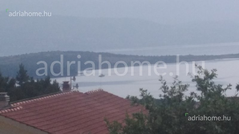 Čižići – Akció! Tágas tetőtéri apartman kilátással a tengerre