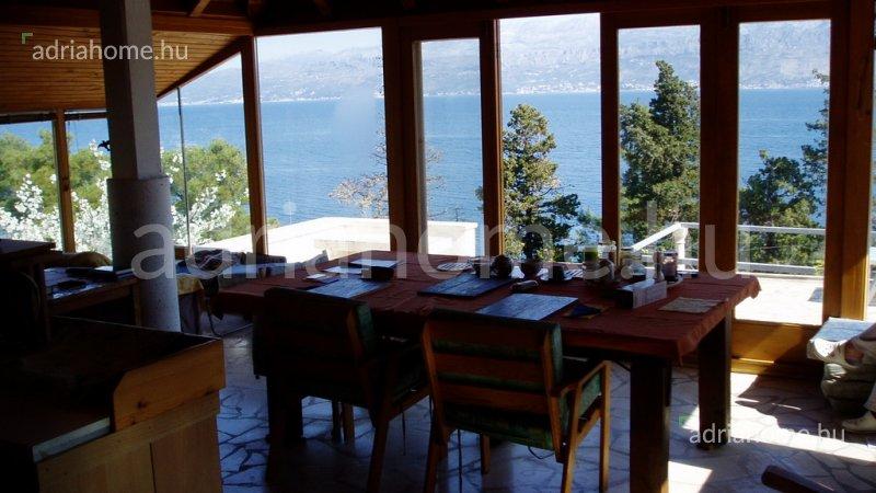 Supetar – Vonzó kővilla első sorban Brač szigeten