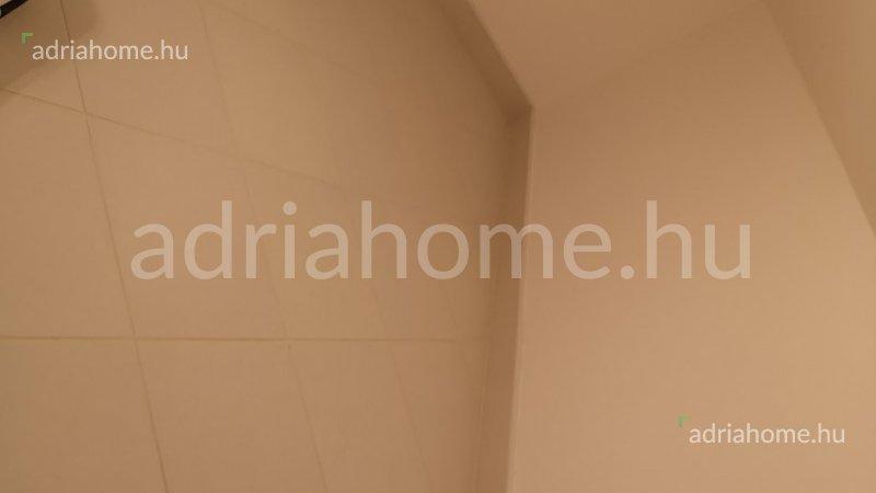 Crikvenica – Különleges ajánlat! Gyönyörű, panorámás legénylakás