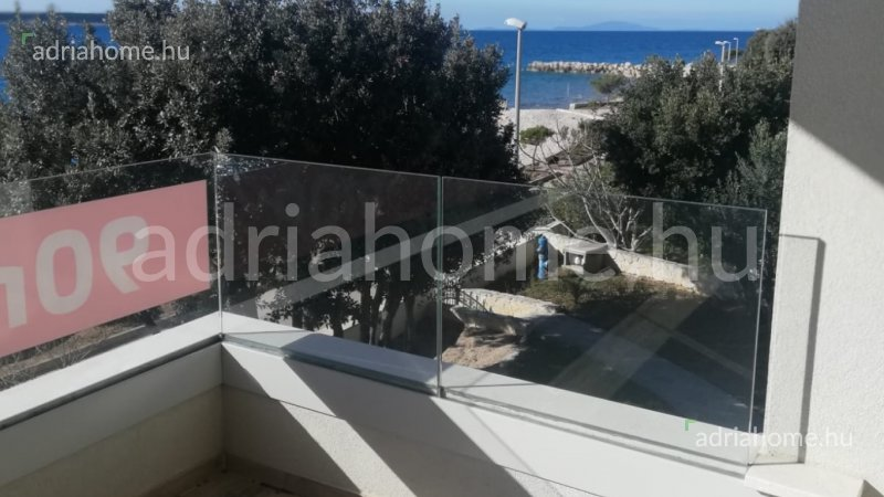 Mandre - Three-room apartment on the first floor, first row from the sea