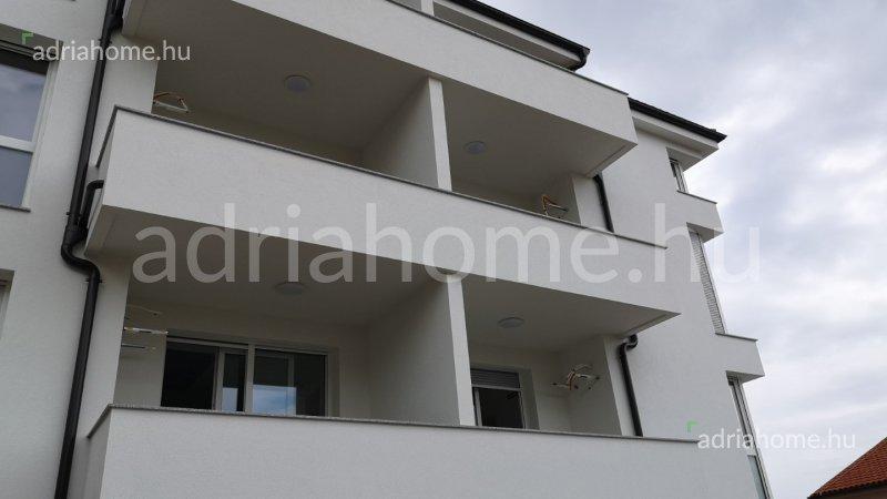 Crikvenica – Novoizgrađeni jednosobni penthouse apartman s pogledom na more