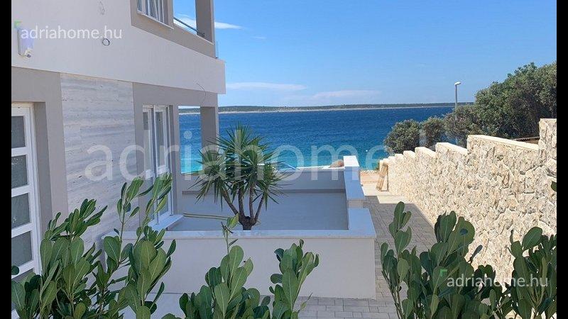 Mandre – Újonnan épült penthouse közvetlen a strandon