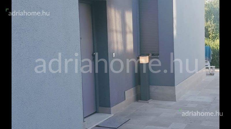Čiovo - Kétszintes apartman 2. sorban a tengertől