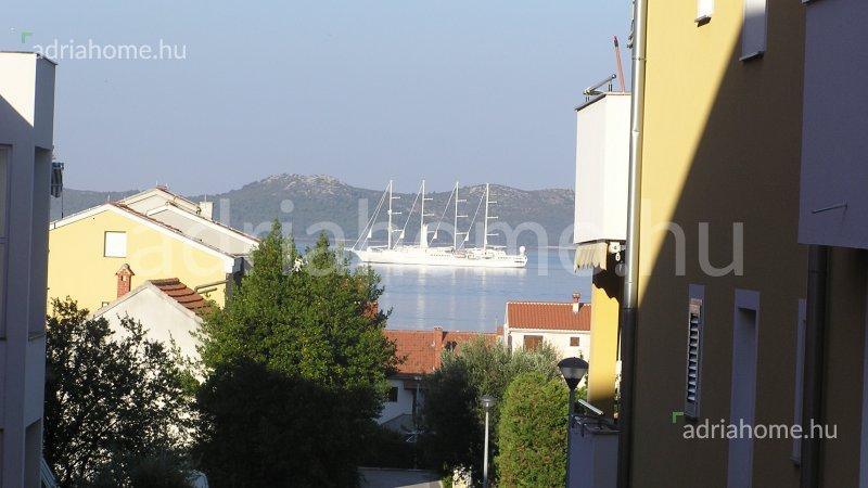Zadar – Egyhálószobás, földszinti apartman kilátással a tengerre