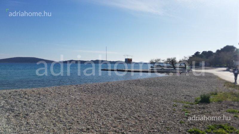 Vodice – Újonnan épült ikerház második sorban a tengertől