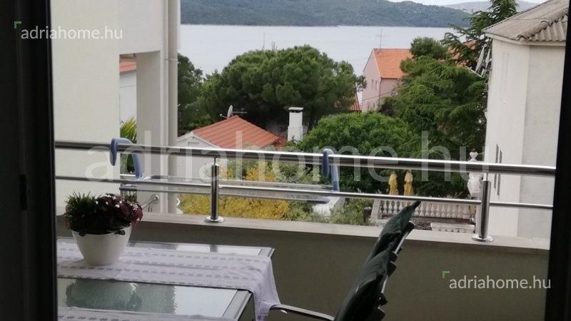 Čiovo – Kétszobás apartman kilátással a tengerre, medencével