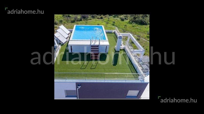 Vodice - Új luxus penthouse medencével