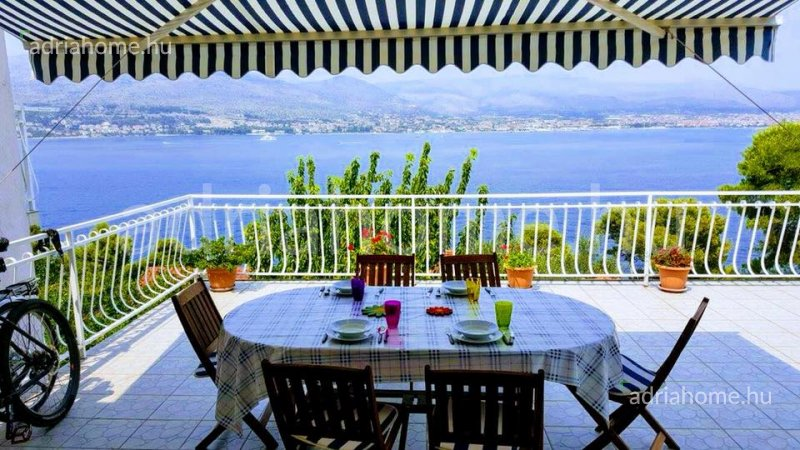 Čiovo – Négyapartmanos ház kilátással a tengerre