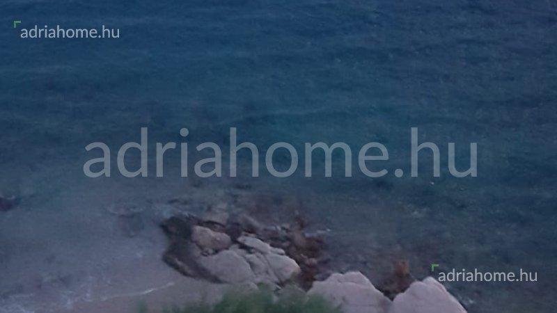 Omiši Riviéra - Villa medencével első sorban, a kavicsos strandon
