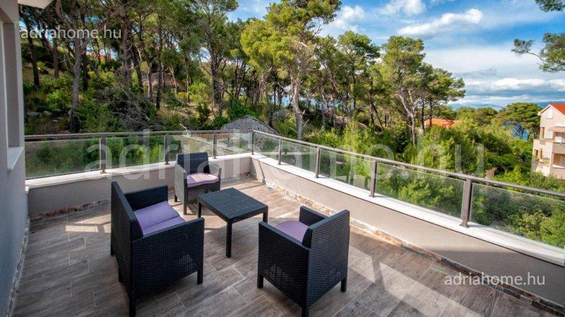 Brač – Új, medencés családi ház kilátással a tengerre