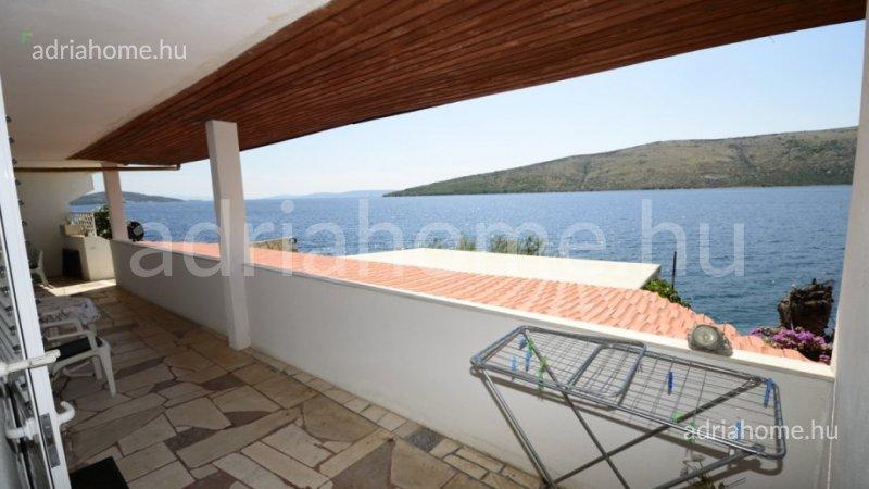 Marina – Családi ház közvetlen a tengerparton, saját stranddal
