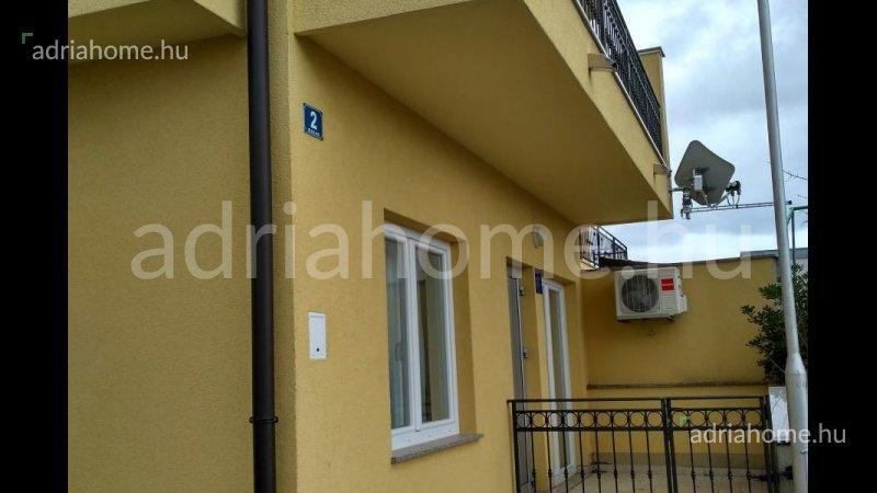 Crikvenica – Emeleti másfélszobás apartman kilátással tengerre