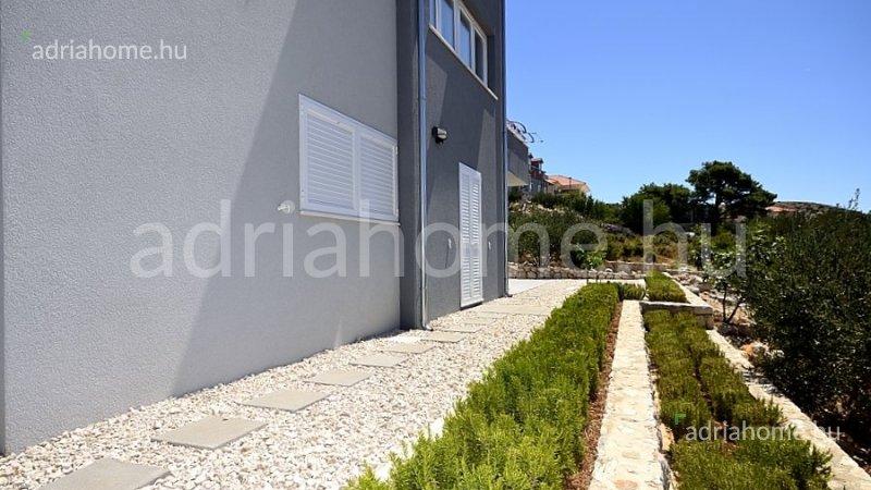 Primošten – Apartman u prizemlju sa vrtom